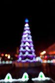 Lumières d'arbre de noël floue — Photo