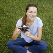 Young woman photographer portrait on the grass — Foto Stock