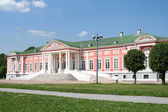 Palace at the museum-estate Kuskovo. Moscow, Russia. — Stock Photo