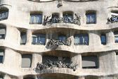 Fragment of Casa Mila (la Perdrera) front by Gaudi. — Stock Photo