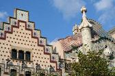 Os topos das duas famosas casas em barcelona — Fotografia Stock