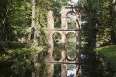 El acueducto en parque de arkadia, polonia — Foto de Stock