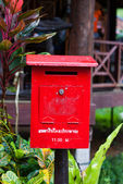 Röd postlåda — Stockfoto