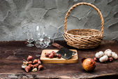 Shallots , Onion , Garlic , Chopping board and Knife with Basket — ストック写真