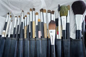 Old makeup brushes in holde — Stockfoto