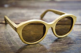 Vintage wood sunglass on wood background — 图库照片