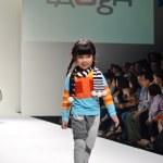 THAILAND, BANGKOK- OCT 2013 : A model walks the runway at the LA — Stock Photo #33342023