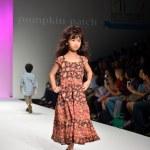 THAILAND, BANGKOK- OCT 2013 : A model walks the runway at the PU — Stock Photo