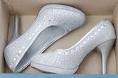 Beyaz ayakkabı — Stok fotoğraf