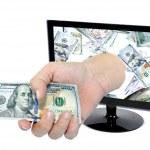 コンピューターのモニター画面から来ているお金で手 — ストック写真 #40880009