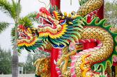 Estátua de dragão de estilo chinês no templo — Fotografia Stock