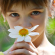 Little girl with a flower — Foto de Stock