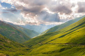 The sun's rays illuminate the valley — Stock Photo