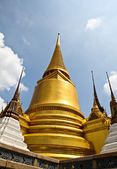 Golden pagoda inside emerald temple, thailand. — Stock Photo