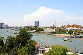 вид реки чао прайя в бангкоке, взятые из верхней части w — Стоковое фото