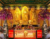 Die drei Buddhas im chinesischen Tempel von thailand — Stockfoto