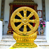 Gold Thammachak Symbol of Buddhism — Stock Photo