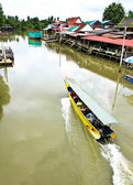View on Bangnoi Floating Market with boat sailing, Thailand. — Stock Photo