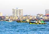 Houten vissersboot op zee — Stockfoto