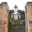 Ancient buddha statue. Sukhothai historical park, the old town o — Foto de Stock