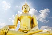 Big golden buddha statue against sky — Stock Photo