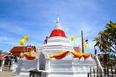 White pagoda against blue sky at Wat Poramaiyikawas Temple in No — Stock Photo