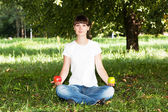 Woman relaxing in the park after cycling — Stock Photo