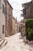 Narrow street in Makarska — Stock Photo