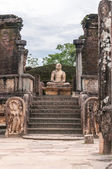 Ancient Buddhist stupa in Pollonnaruwa, Sri Lanka — Stock Photo