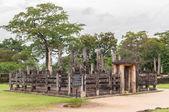 древний буддийский храм в pollonnaruwa, шри-ланка — Стоковое фото