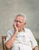 Forgetful old man — Stock Photo