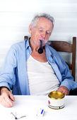 Old man smoking pipe — Stock Photo