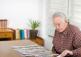 Playing solitaire — Stock Photo