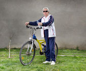 Senior man with bike — Stock Photo