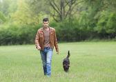 Mężczyzna z psem — Zdjęcie stockowe