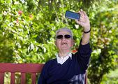 Taking selfie — Stockfoto