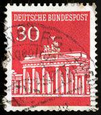 Niemieckim znaczku briefmarke deutsche bundespost brandenburger tor 3 — Zdjęcie stockowe