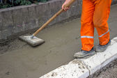 Worker leveling fresh Concrete 2 — 图库照片