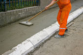 Worker leveling fresh Concrete 4 — Stock Photo