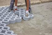Trabajador nuevo parking de pavimentación lugares 3 — Foto de Stock