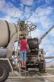Bomba de cimento e caminhão betoneira — Foto Stock