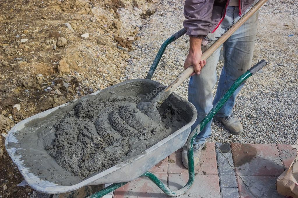 Ruční míchání betonu