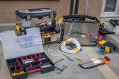 инструменты и материалы для установки камер видеонаблюдения безопасности — Стоковое фото