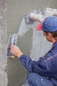 Building worker spreading mortar on concrete wall — Stock Photo