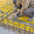 Builder worker gearing up steel rods for a concrete 2 — Stock Photo