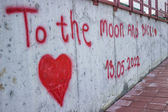 Love message spray painted on the wall — Stock Photo
