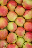 Fresh organic red and yellow apples background — Zdjęcie stockowe