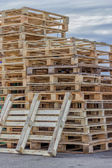 Stacks of Wood Pallet Ready For Reuse 2 — 图库照片
