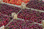 Farmers market organic cherrys in a wooden crates — Stockfoto