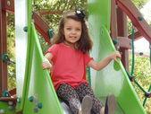 Holčička na snímku v parku. — Stock fotografie